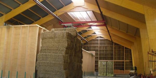 bâtiment pour séchage en grange (griffe à foin + cellules de stockage bois)